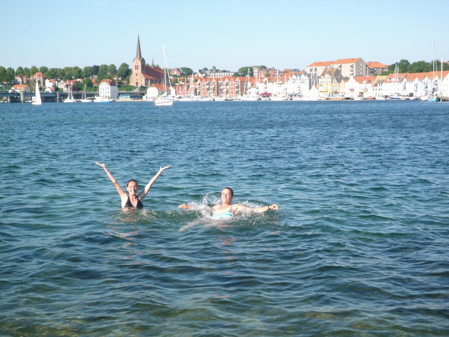 Si tu veux, on peut aller au Danemark!